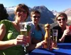 Wohlverdientes Gipfelbier auf der Riederfurka